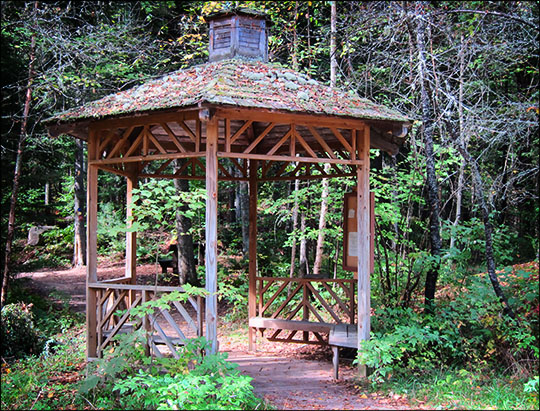 Gazebo at the entrance to the Barnum Brook Trail  (19 September 2012)